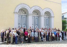 Vor der Kirche in Wiehl