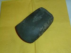 ca. 8.000 Jahre altes Steinbeil