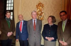 Baron Boeselager (li.) empfängt im Schloss (v.li.n.re.) Dr. Alexander Rothkopf, Graf Nesselrode, Gräfin Nesselrode, Marcus Dräger