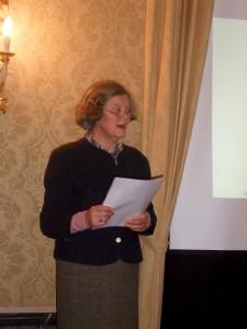 Gräfin Nesselrode bei Ihrem Vortrag zur Famliengeschichte