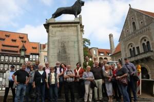 BGV-Gruppe vor Heinrich dem Löwen