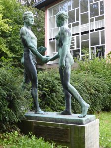 Olympische Statuen von 1936 in Gummersbach